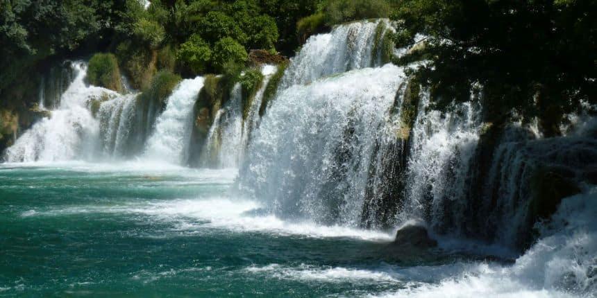 De watervallen van Krka in Kroatië
