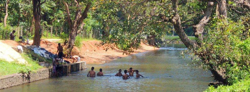 Water om te wassen is overal. Het water is schoon. Sri Lanka is geen India.