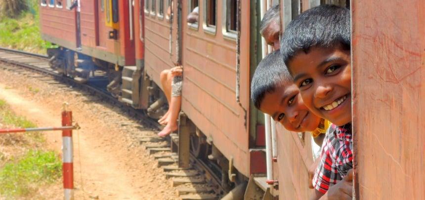 Een ritje met de trein is heel betaalbaar. Neem wel de derde klasse.