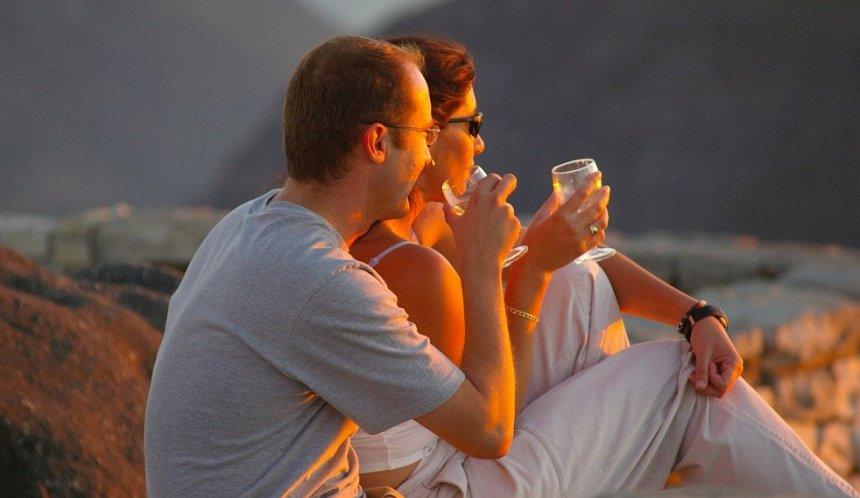 En neem dan op de Tafelberg je eigen glaasje witte wijn mee. En je geliefde. En zeg verder niets.