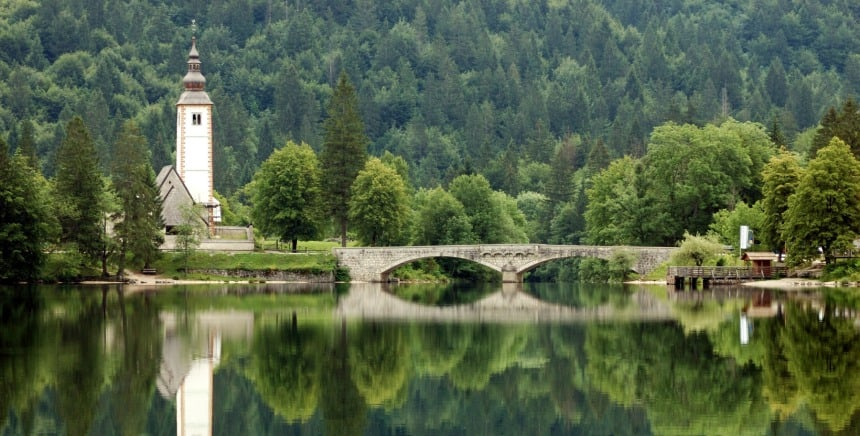 Het meer van Bohinj, blikvanger in duurzaam toerisme in Slovenië. Foto Rosino