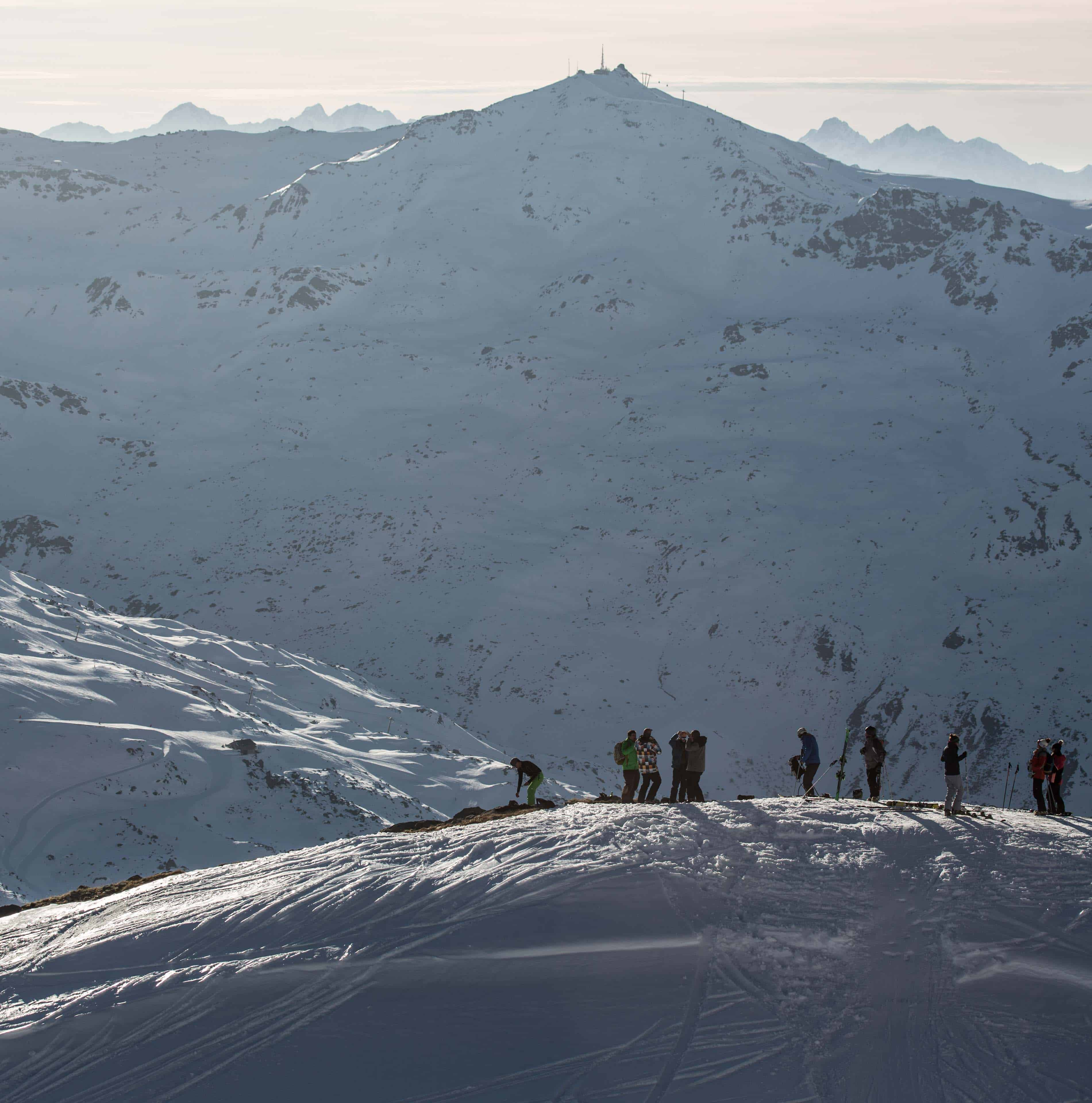 Sneeuwzekere bergtoppen in de Savoie regio