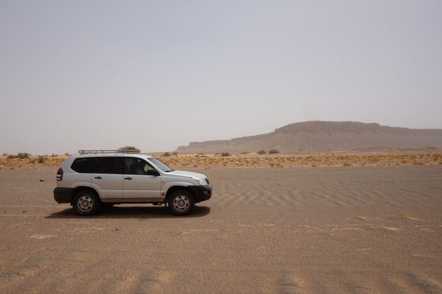 Met een 4x4 op avontuur, diep de Met een 4x4 op avontuur, diep de Sahara woestijn in