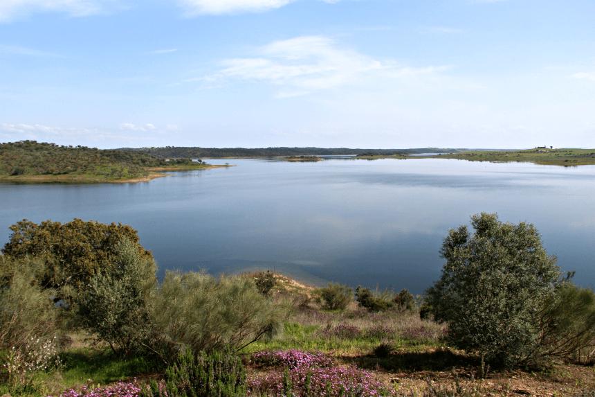 Het Alqueva meer in de Alentejo, Portugal