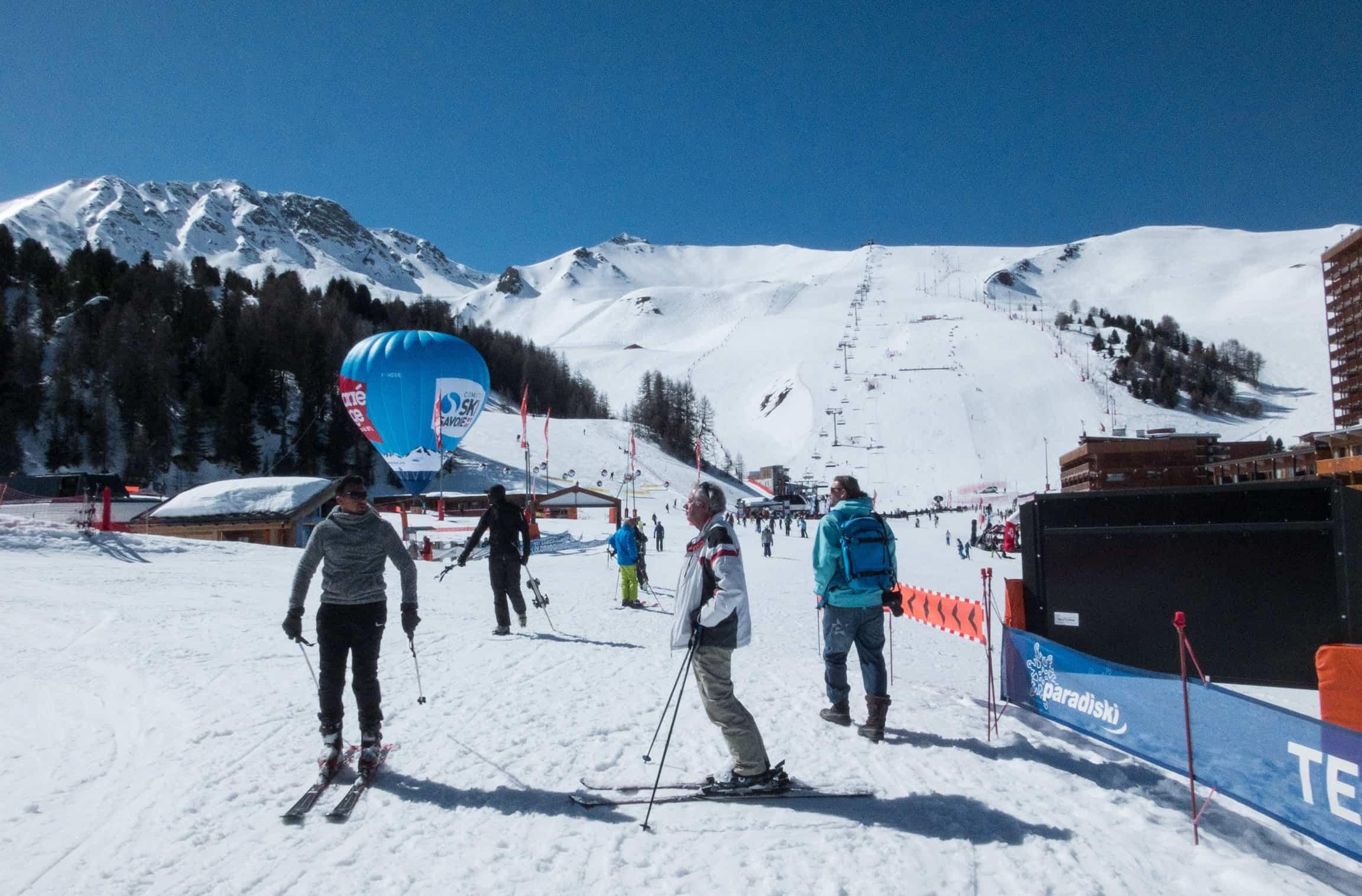Het door bomen omringde skigebied van La Plagne