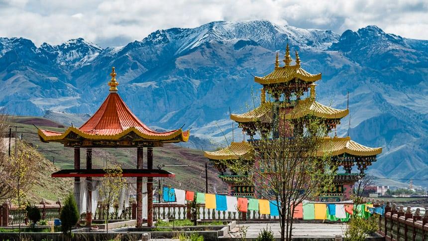 Nangchen Berggezicht vanuit het klooster