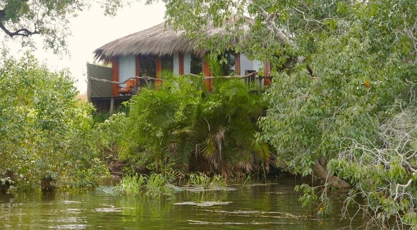 Mijn 'tent' bij Mukambi Safari Lodge. Nijlpaarden spoken rond.