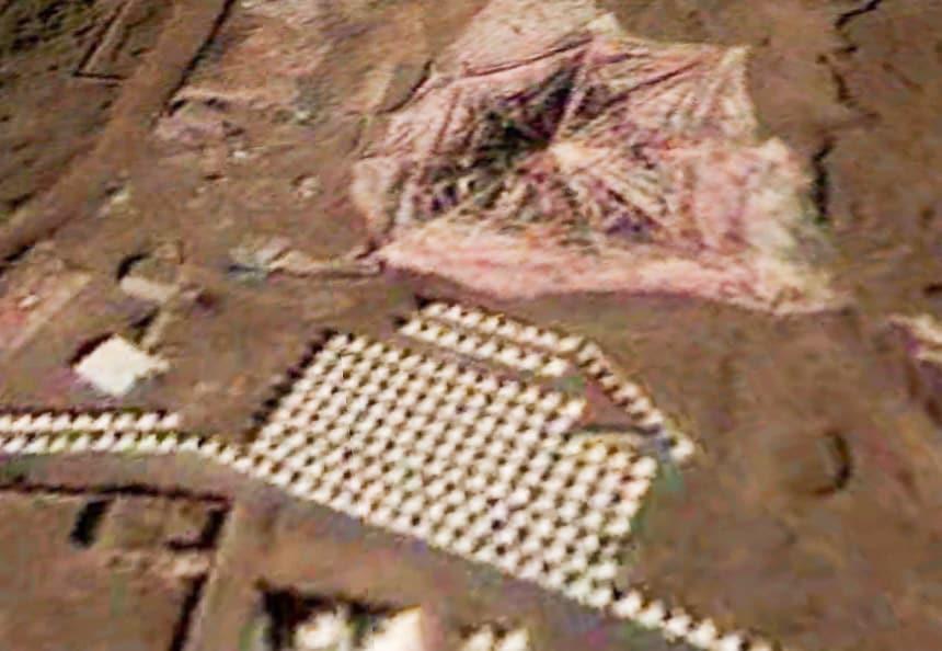 Zadoi: cluster van rijen stupa's