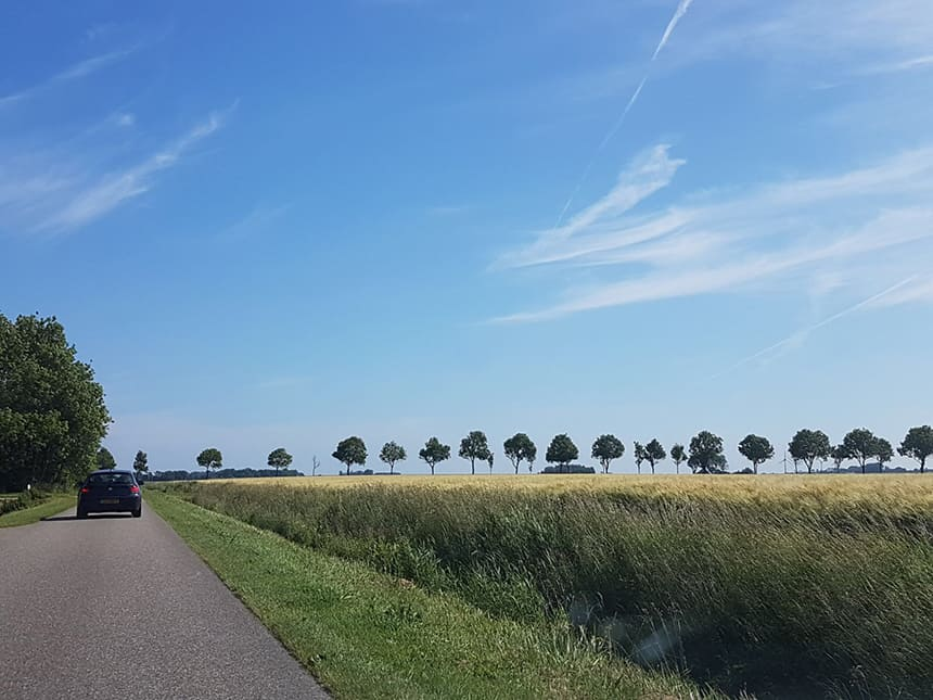 Landelijke weggetjes op het Groningse platteland nabij Landal Esonstad