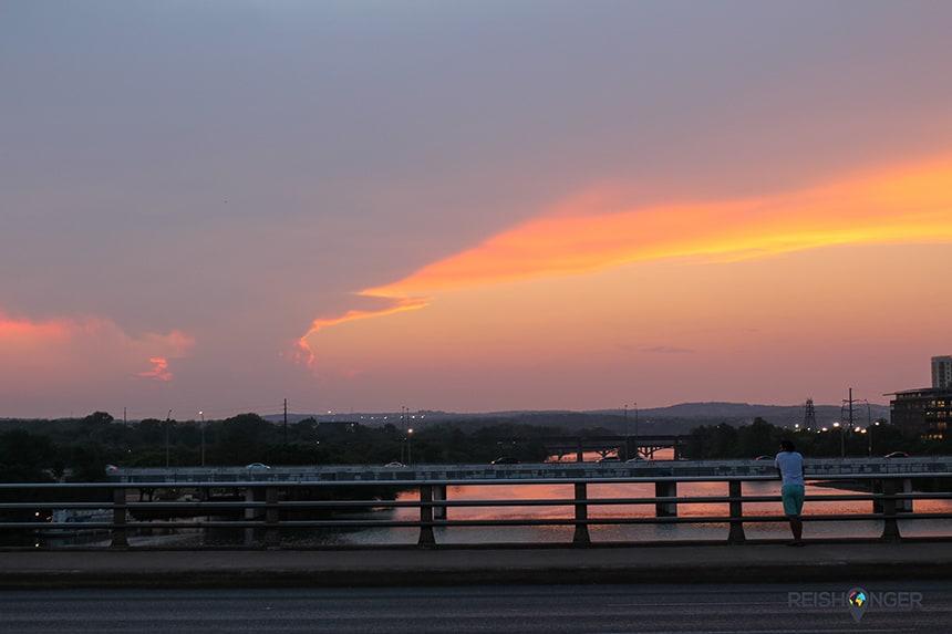 zonsondergang vanaf de brug van Congress Avenue