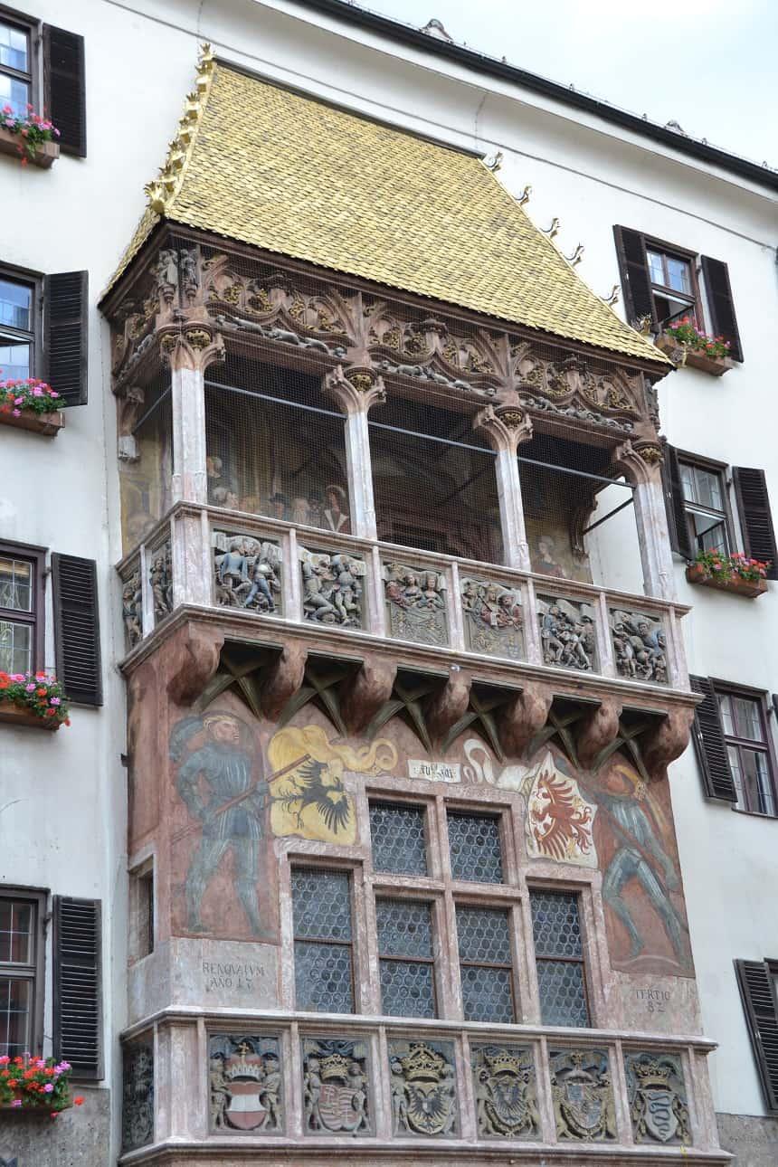 De Fürstenburg, een 15e-eeuws kasteel met het beroemde balkon met het gouden dak