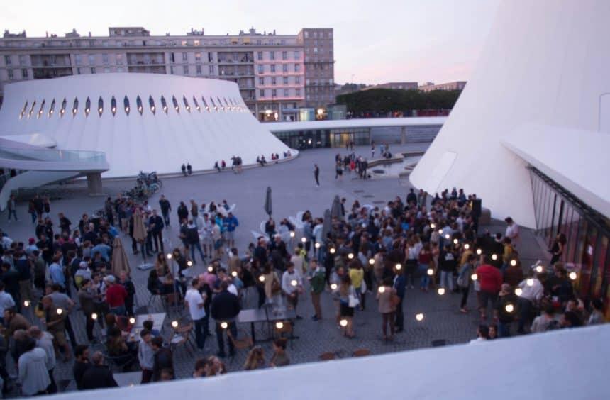 Plein tussen de bibliotheek en Le Volcan in Le Havre, ontworpen door Oscar Niemeyer