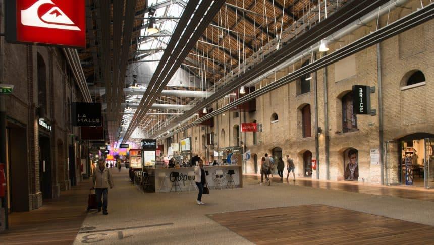 Pakhuizen, omgetoverd tot winkelcentrum in Le Havre
