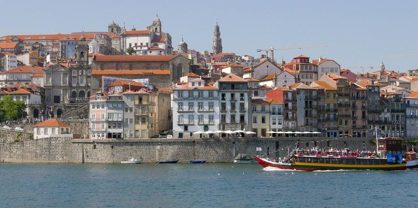 Porto herken je uit duizenden. Boottochtje over de Douro.
