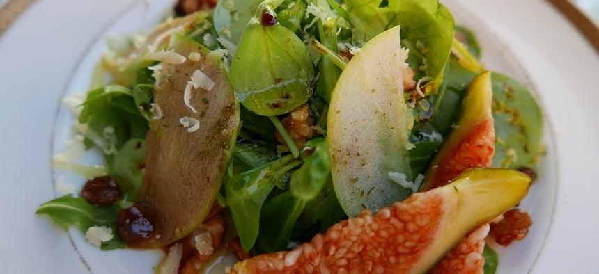 Na alle vis is een frisse salade met verse vijgen een verademing.