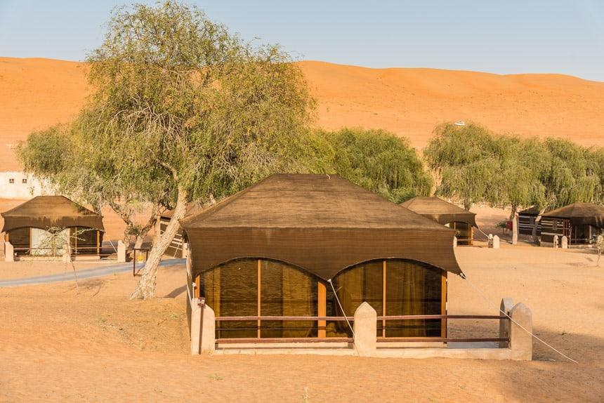 Tenten in het 1001 nacht kamp in de woestijn van Oman