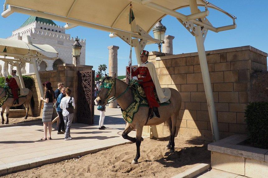 Bewaking voor het Mausoleum van Mohammed V