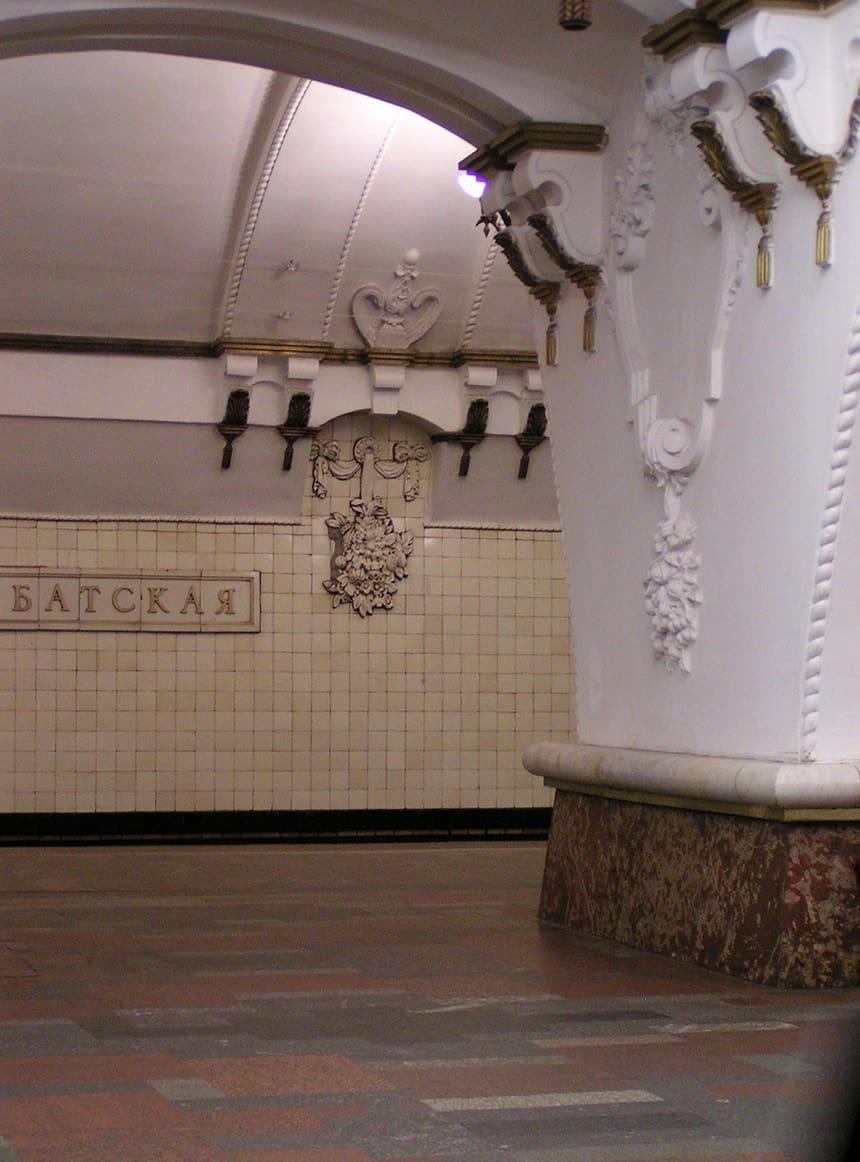 Teatralnaja is een station aan de Zamoskvoretskaja-lijn van de Moskouse metro