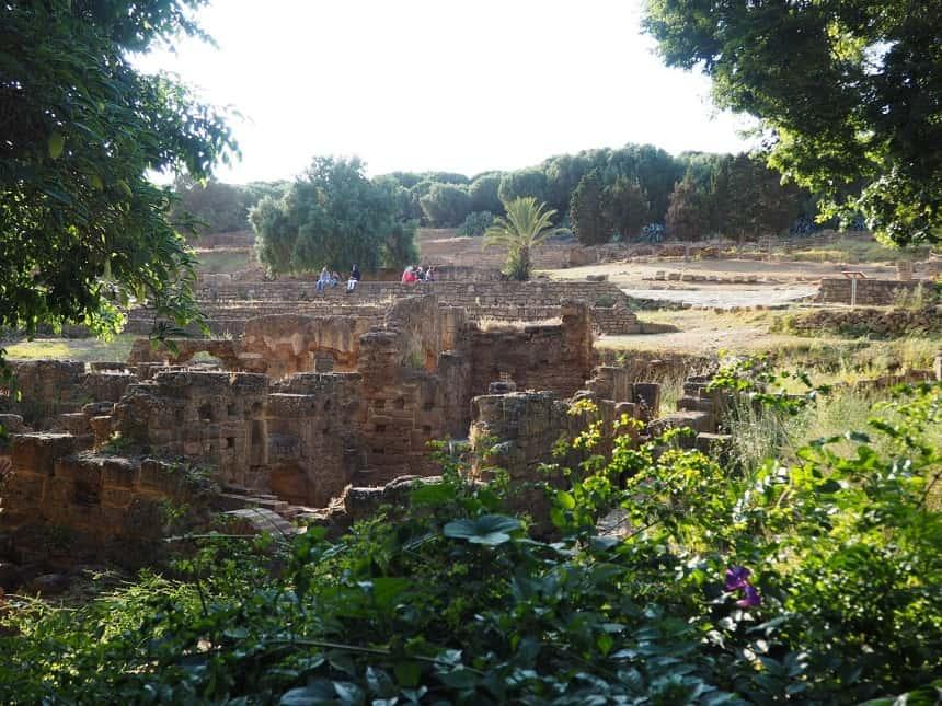De Romeinse ruinen in de oude stad Chellah
