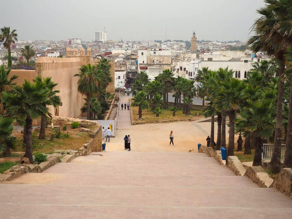 Uitzicht over Rabat vanaf de trappen bij de Kasba van de Oudaya's