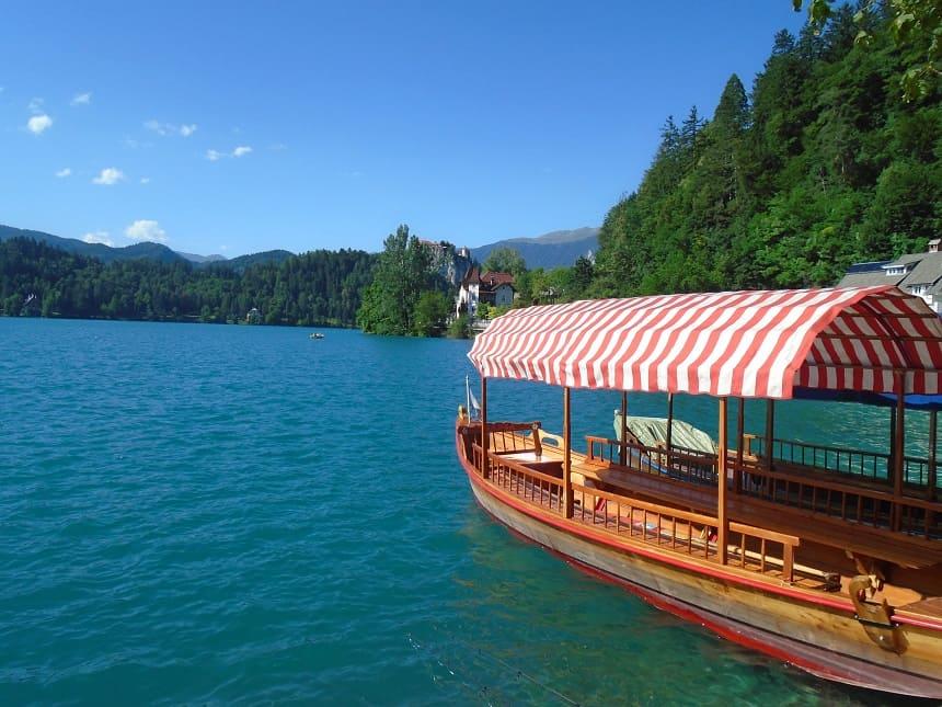 Prachtig blauw water van Lake Bled