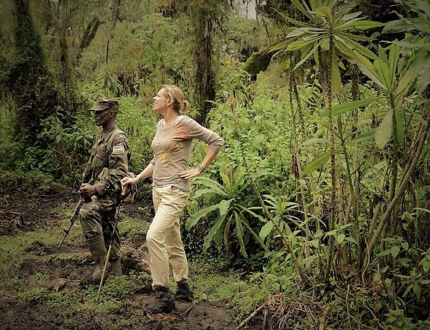 Manon op de Dian Fossey Trail, Rwanda