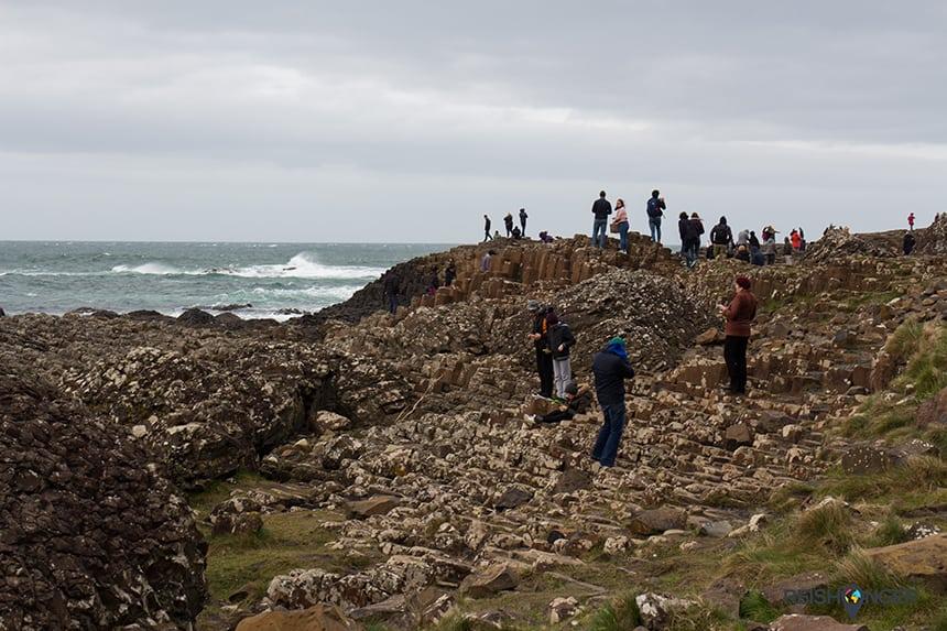 Rotsen beklimmen Giant's Causeway