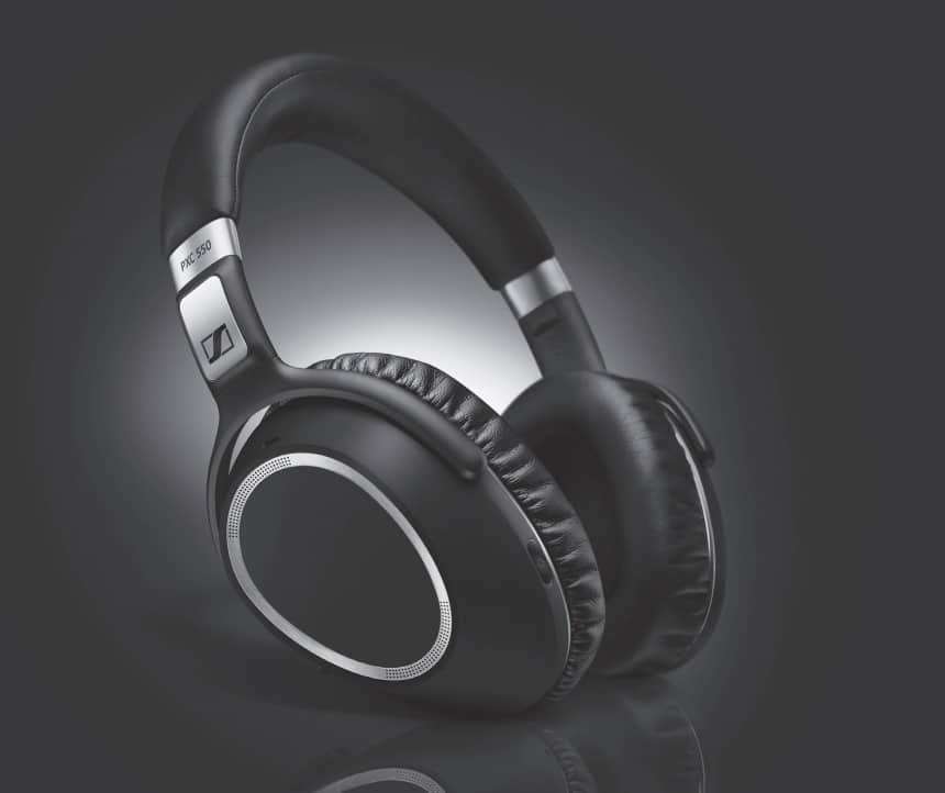 De PX550 is een hele lichte en comfortabele headset die tot wel 30 uur mee gaat en daarom perfect is voor lange vluchten waarbij je je graag wilt afsluiten van omgevingsgeluiden