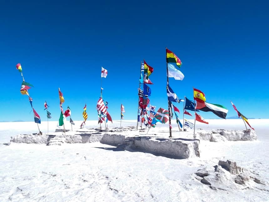 salar de uyuni international flags