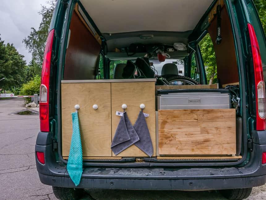 Koelbox en vouwmountainbike in de Nissan Kubistar minicamper