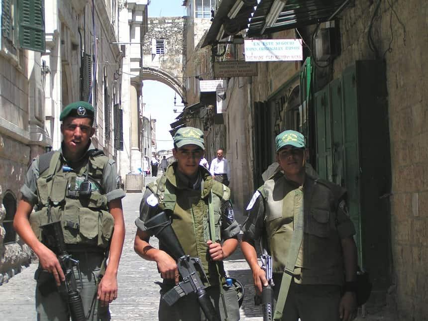 Jonge soldaten in Jeruzalem