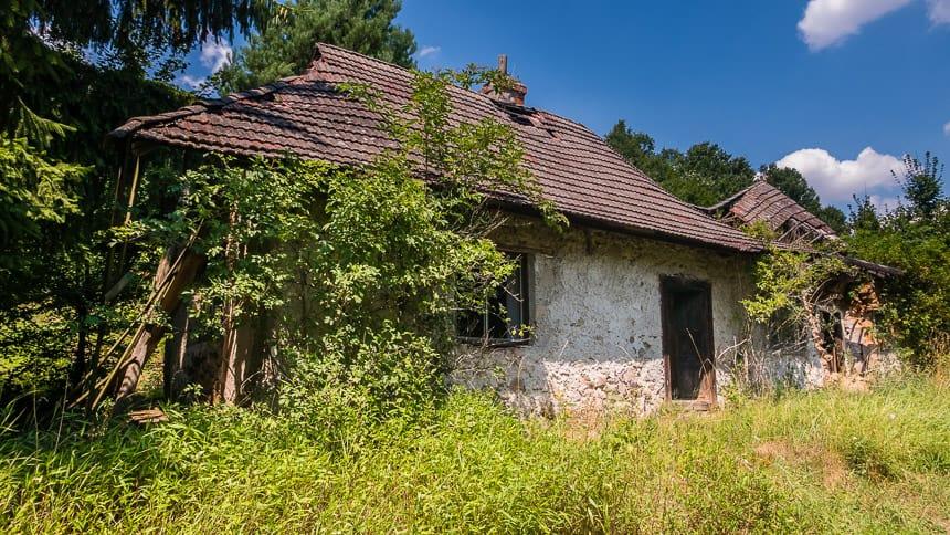 Verlaten boerderij in Cerovo