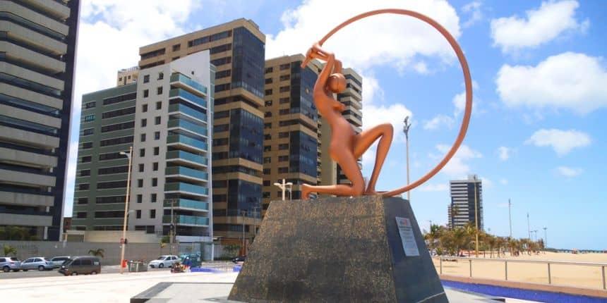 Standbeeld op het strand van Iracema