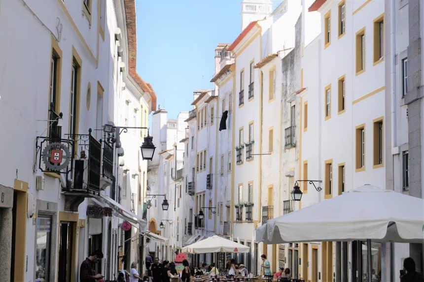 Gezellig straatje in de Portugese regio Alentejo