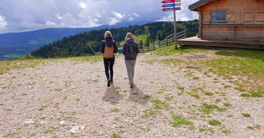 Grandes Traverseés des Jura. 400 km wandel- en fietspaden langs de Zwitserse grens.