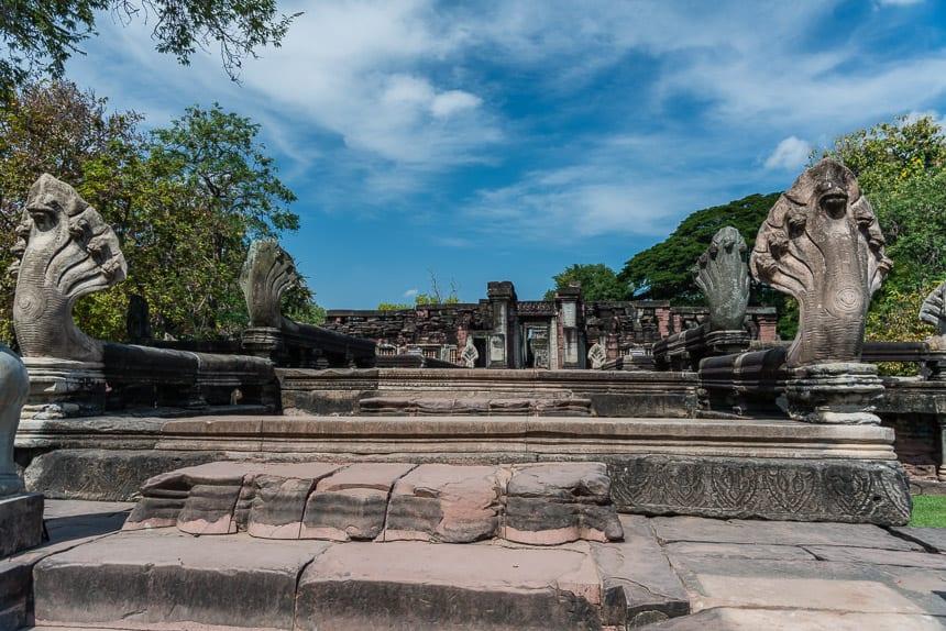De Naga brug bij Prasat Phimai