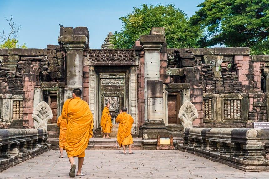 Doorgang naar het hoofdgebouw van Prasat Phimai