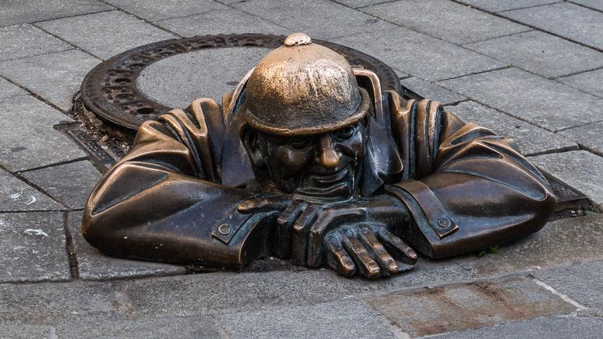 Bratislava - het beroemde beeld 'man at work'