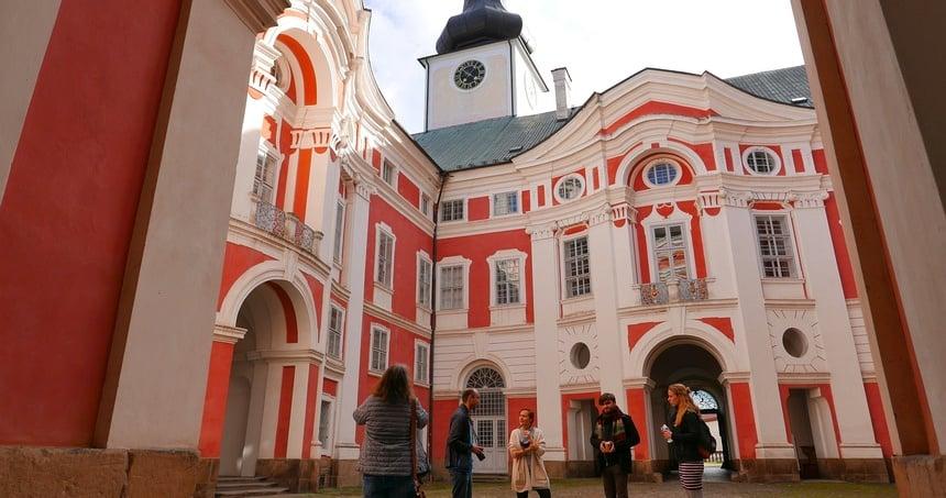 Het barok klooster van Broumov is tevens een modern hotel.