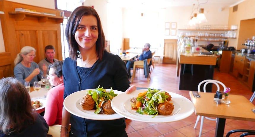 Stevige kost (altijd met dumplings) staat in Bohemen overal op het menu.