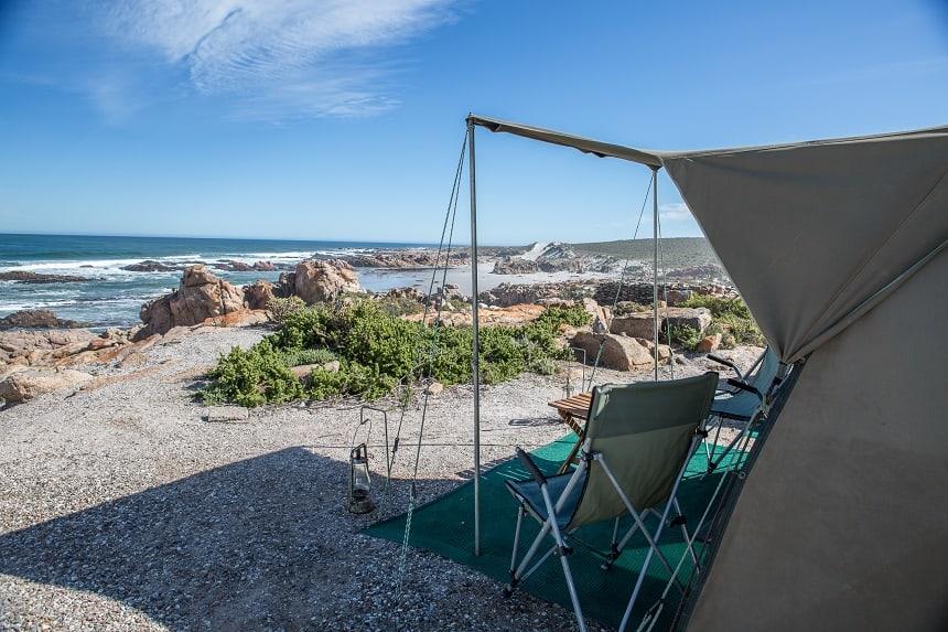 Tent aan de Atlantische Oceaan, Flower Beach Camp