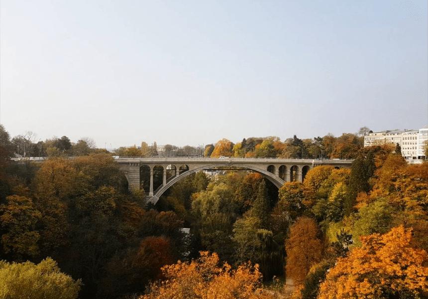 De beroemde Adolfsbrug in Luxemburg