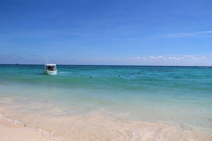 Het strand van Playa del Carmen is mooi en gezellig. Een relaxte start van je rondreis Yucatán