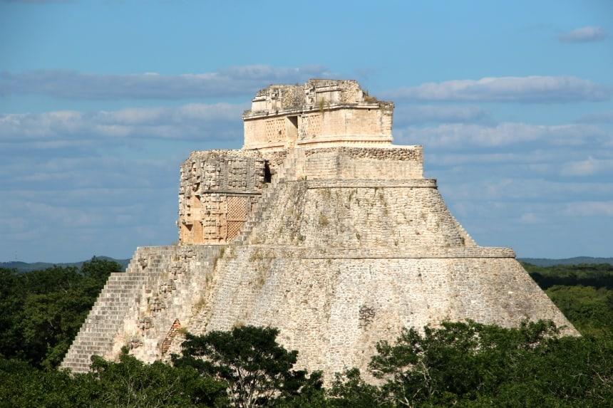 De Mayaruine van Uxmal is een aanrader. Het is niet zo toeristisch als Chichen Itza en je mag alle bouwwerken behalve de grote piramide beklimmen