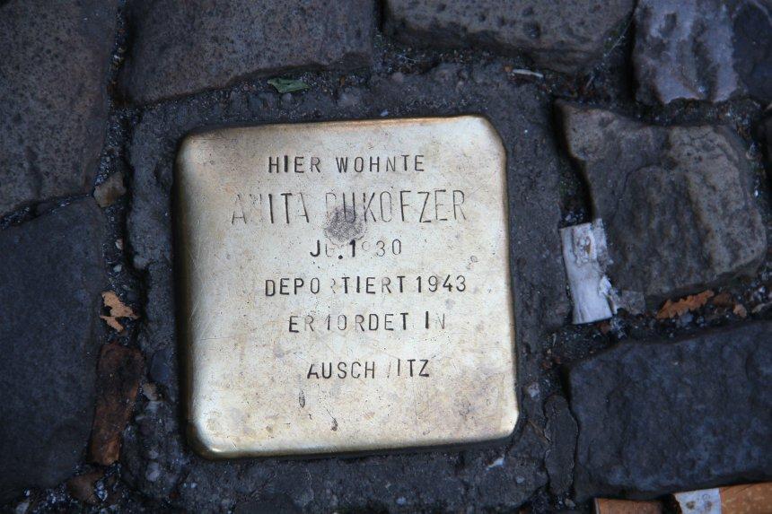 Stolpersteine zijn bijzondere, kleine monumentjes in Berlijn