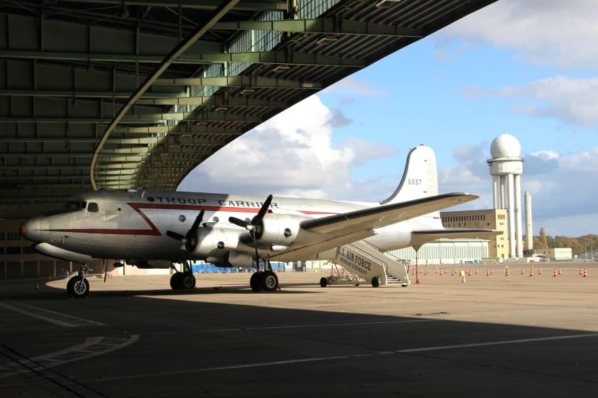 In het verlaten vliegveld Tempelhof komt de geschiedenis van Berlijn tot leven
