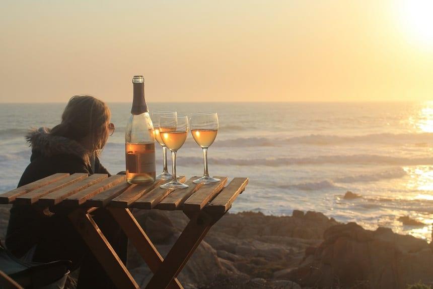 Met een wijntje genieten van de zonsondergang