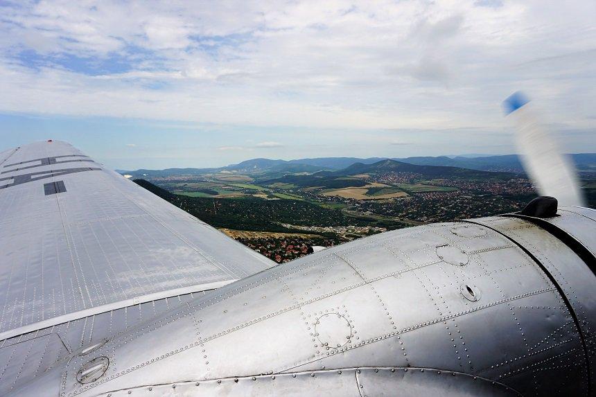 Rondvlucht over Boedapest in de LI-2