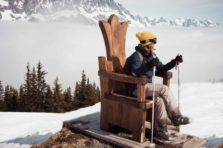 Op het hoogste punt van de Königstour staat een grote houten troon