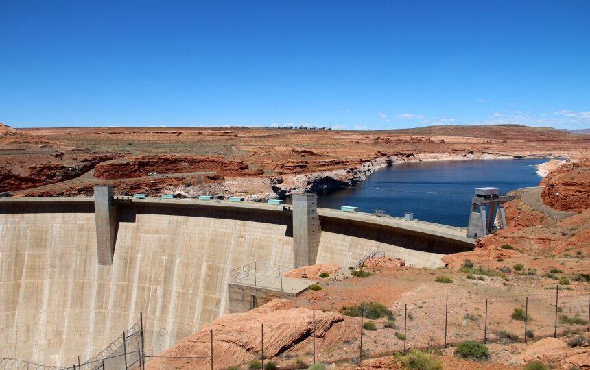 De Glen Canyon dam is het kleine broertje van de Hoover dam vlakbij Las Vegas
